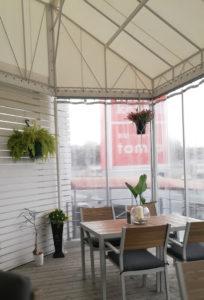 コテカフェのテラス席窓側
