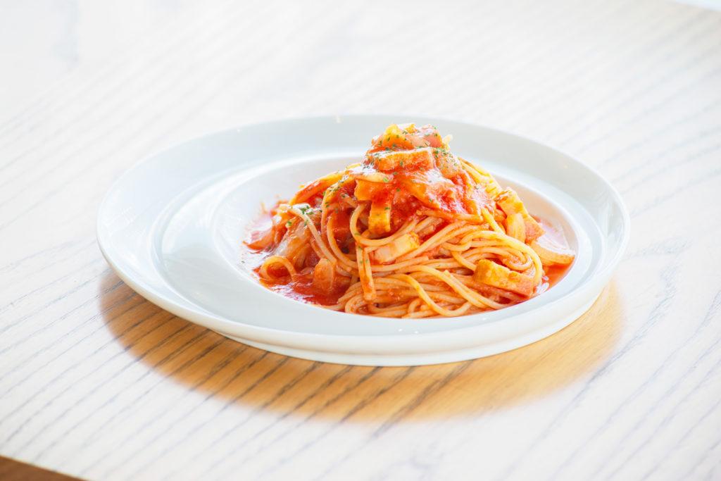 ほんのり甘い自家製トマトソースが自慢「アマトリチャーナ」