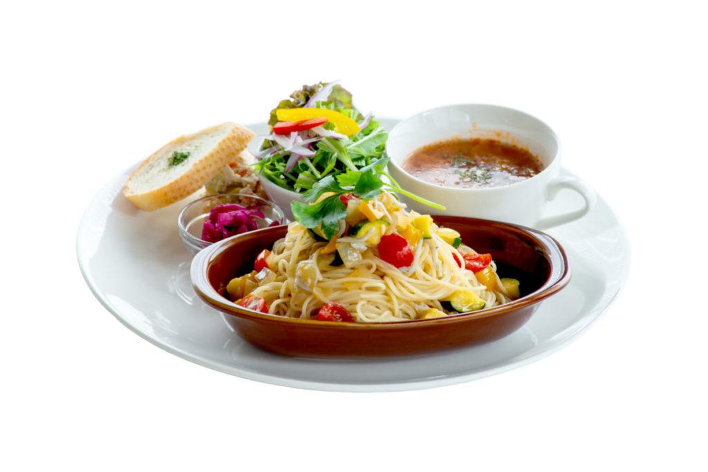 夏野菜としらすの冷製柚子胡椒パスタ(ランチはドリンク、サラダ、スープ付き)¥1,390(税別)