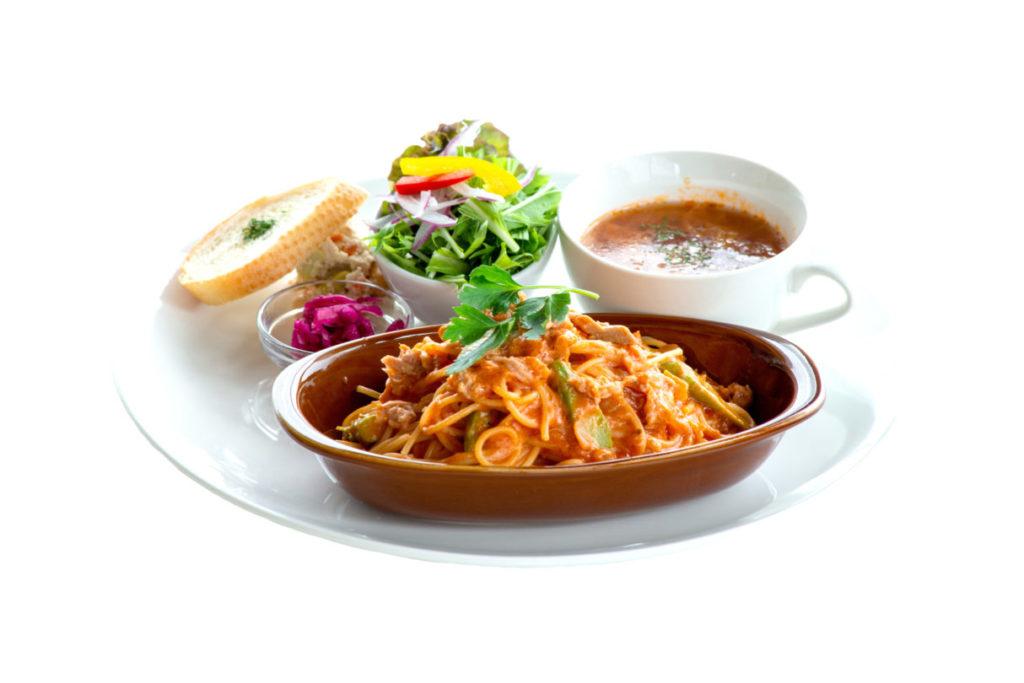 アスパラとツナのトマトクリームパスタ(ランチはドリンク、サラダ、スープ付き)¥1,390(税別)