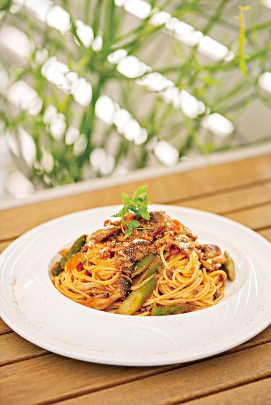 牛挽き肉とアスパラのイタリア産トマトソース