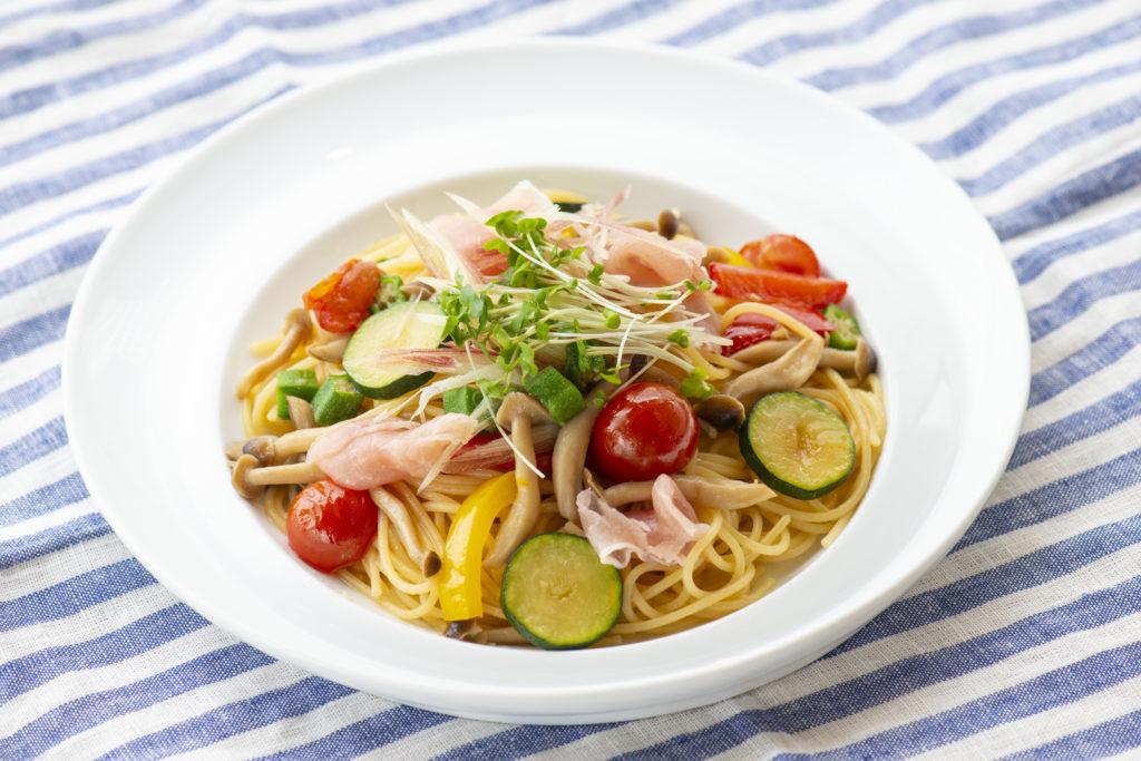 生ハムと夏野菜のペペロンチーノ