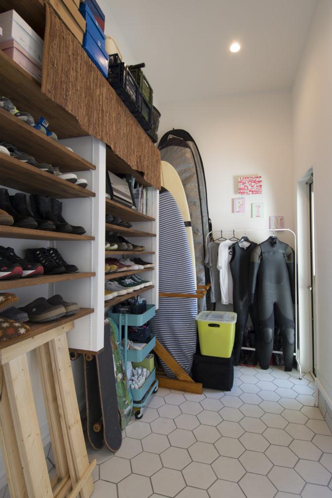 サーフボードを置ける土間付き玄関