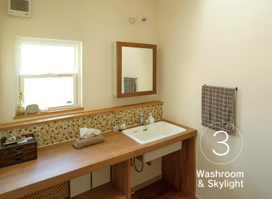 北側に配置された洗面所も天窓で明るさを保てます