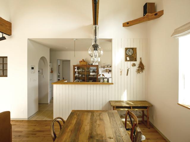 板張りのキッチンが全体の統一感をアップしています